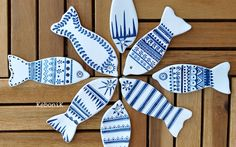 Petits poissons, little fish, pececitos Ceramic Painting, Ceramic Art, Emoji Images, Salt Dough Ornaments, Wood Fish, Little Fish, Dyi Crafts, Fish Design, Air Dry Clay