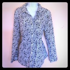 OLD NAVY SHIRT Pre-owned, like new condition Old Navy Tops Button Down Shirts