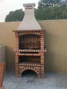 Backyard brick barbecue grills have taken the BBQ world by storm. Brick Built Bbq, Brick Bbq, Barbecue Garden, Outdoor Barbeque, Barbecue Grill, Backyard Bbq Pit, Backyard Patio Designs, Masonry Bbq, Outdoor Garden Bar
