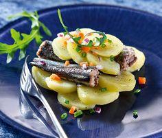 Connaissez-vous la bonnotte ? Cette petite pomme de terre est la star de Noirmoutier. Découvrez la délicieuse recette du millefeuille de bonnottes et de sardines