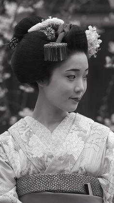 Japanese Geisha, Vintage Japanese, Oriental Fashion, Oriental Style, Geisha Art, Japanese Characters, Samurai Art, Japanese Fabric, Japan Art