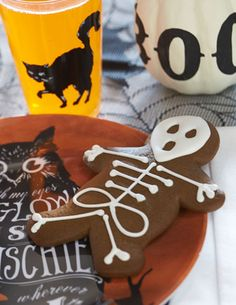 Who said gingerbread was only for Christmas? This halloween skeleton cookie is a playful take on the classic.