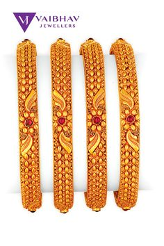Indian Gold Bangles, Gold Bangles For Women, Gold Bangles Design, Gold Jewellery Design, Gold Pendent, Indian Jewelry Sets, Jewelry Design Earrings, Chur, Bangle Bracelets With Charms