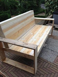 DIY pallet bench :) this gave me a gr8 idea, make a full bottom on this and make the seat raise up where u can have 5 gal container garden during gardening season and hide it away under the bench afterwards :) gotta make some of these esp since I rent