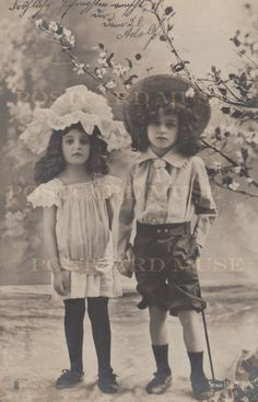 Vintage Children Photos, Vintage Girls, Vintage Pictures, Vintage Images, Vintage Outfits, Vintage Fashion, Antique Photos, Vintage Photographs, Old Photos