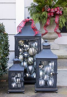 Christmas Decorations - Outdoor indoor christmas decor that are simply awesome 9 Simple Christmas Tree Decorations, Christmas Lanterns, Christmas Porch, Noel Christmas, Country Christmas, Outdoor Christmas, Christmas Ornaments, Holiday Outdoor Decor, Halloween Decorations
