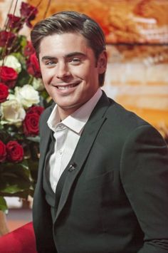 "ZAC EFRON | ZEFRON.COM Image Gallery - 30,000 Zac Efron images and counting! - ""Daybreak"" - 4/23/001"