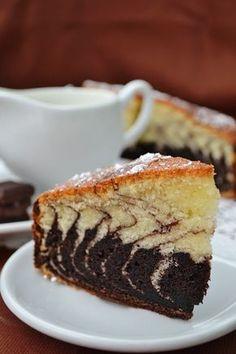 Checul Zebra este un chec usor de pregatit si totodata foarte spectaculos. Este un desert, dar face fata foarte bine si ca o gustare alaturi de o cana cu lapte. Va recomand sa il incercati, cu siguranta copii il vor adora . Va recomandam sa rasfoiti si retetele de Chec surpriza, Chec din albusuri, Chec Romanian Desserts, Romanian Food, Romanian Recipes, Special Recipes, Sweets Recipes, Sweet Bread, Coco, Vanilla Cake, Cheesecake