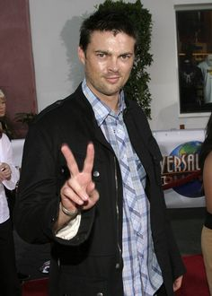 """I don't know how to say """"美人尖"""" in English! Karl Urban Movies, Simon Pegg, City Boy, Nice To Meet, Alter, Star Trek, Tv Shows, Celebrities, People"""