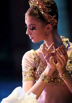 Ballet Style: 3 Trends For The Studio Dance Recital Costumes, Theatre Costumes, Tutu Costumes, Ballet Costumes, Ballet Tutu, Ballet Dance, Arabian Costume, Aladdin Costume, La Bayadere