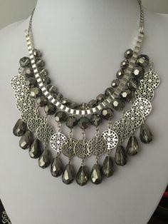 Maxi collar de cristales plateados