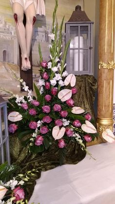 Large Flower Arrangements, Church Flowers, Arte Floral, Flower Bouquet Wedding, Floral Wreath, Projects To Try, Wreaths, Church Flower Arrangements, Christmas Wreaths