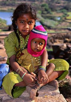 Children of India We Are The World, People Of The World, Precious Children, Beautiful Children, Beautiful World, Beautiful People, India For Kids, Asian History, World Cultures