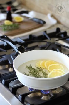 If you want to get rid of smells naturally, try this natural air freshener recipe. This DIY air freshener recipe is non-toxic and free of harsh chemicals. This simmering potpourri is made with 3 ingredients including rosemary and lemon and makes your house smell just like Pottery Barn or Williams Sonoma! #airfreshener #natural #diy #3ingredients #nontoxic #fresh #smartschoolhouse