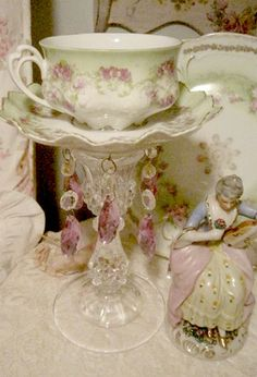Austrain Tea Cup Candle light very pretty but I would like to use the cup as it was meant to be used Shabby Chic Crafts, Vintage Shabby Chic, Vintage Tea, Teacup Crafts, Teacup Candles, Vintage China, Chandeliers, Tea Party, Diy And Crafts