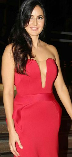 Red Carpet Gown details: Katrina Kaif, beautiful on Red Carpet in Red Gown. Bollywood Actress Hot Photos, Indian Actress Hot Pics, Beautiful Bollywood Actress, Beautiful Indian Actress, Indian Actresses, Katrina Kaif Images, Katrina Kaif Hot Pics, Katrina Kaif Photo, Katrina Kaif Navel