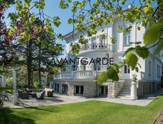 Villa Lieblein: a luxury Villa/Townhouse for sale in Dobling, Vienna Property International Real Estate, Private Garden, Luxury Villa, Luxury Real Estate, Beautiful Gardens, Townhouse, Luxury Homes, Cottage, Mansions