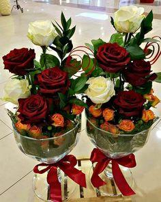 45 Top Lovely Flower Beds Design Ideas In Front Of House Valentine Flower Arrangements, Creative Flower Arrangements, Beautiful Flower Arrangements, Unique Flowers, Flower Centerpieces, Flower Decorations, Floral Arrangements, Flower Bed Designs, Deco Floral