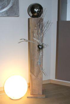 GS91 – Große Säule, cappuchinofarbig gebeizt, natürlich dekoriert mit einer großen Edelstahlkugel, einem Herz und Naturmaterialien! Preis 84,90€ Höhe ca 100cm