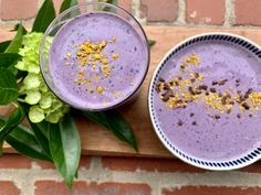 Smoothie- topped with cocoa nibs and bee pollen Smoothie- topped with cocoa nibs and bee pollen Sip, scoop and/or freeze. This smoothie is so versatile. Enjoy the smoothie in bowl form, sip it on t… Blueberries Nutrition, Frozen Blueberries, Bee Pollen Smoothie, Smoothie Cup, Healthy Afternoon Snacks, Kale And Spinach, Cocoa Nibs, Fatty Fish, Breakfast Options