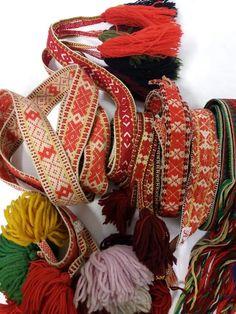 Norges Husflidslag, kultur- og næringskonsulent for Telemark Tablet Weaving, Hobbies And Crafts, Doll Patterns, Folklore, 4th Of July Wreath, Christmas Wreaths, Blanket, Holiday Decor, How To Make