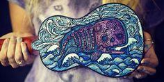 Salty Hippie è un'artista che, usando dei pennarelli, crea strumenti musicali…