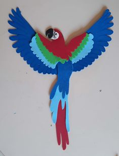 Foam Crafts, Diy Arts And Crafts, Crafts To Sell, Paper Crafts, Diy Crafts, Decoration Creche, Class Decoration, Parrot Craft, Diy For Kids