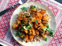 moroccan stew with sweet potatoes, chick peas, olives #food #nutrition #mediterranean #mediterraneandiet #healthy #healthyeating #diet #cooking #recipe #recipes #foodie #stew