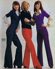 A boca é larga, mas o resto é Td sequinho. Brincar com as proporções era algo deliciosamente comum na moda dos anos 70!
