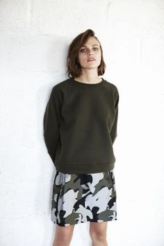 Discover the contemporary relevance of this multi-purpose wardrobe staple. With its ultra-minimal silhouette and androgynous charm, the sweatshirt is set to be a pivotal component within our wardrobes for autumn/winter WHISTLES Mode Grunge, Style Matters, Urban Chic, Contemporary Fashion, Everyday Fashion, Wardrobe Staples, What To Wear, Women Wear, Style Inspiration