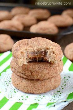Cinnamon Caramel Cookies Lemon Cake Mix Cookies, Carrot Cake Cookies, Cake Mix Cookie Recipes, Lemon Cake Mixes, Dessert Recipes, Xmas Desserts, Yummy Cookies, Chip Cookies, Sugar Cookies