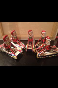 Perfect gift for teachers and super easy to make. Large candy bars and candy canes for sleigh. Chocolate Santas holding Twizzler pull n peel ropes. Chocolate gifts. Hot glue together