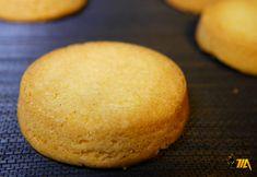 Un de mes biscuits préférés que j'amenais à la cour de récré... un vrai retour en enfance avec cette recette. Attention à bien utilisé de la fleur de sel et non du sel pour cette recette, la fleur de sel restant plus longtemps en bouche. Recette réalisée au Cook Expert Magimix. INGRÉDIENTS  2 jaunes … Palet Breton, Biscuits, No Cook Desserts, Cornbread, Hamburger, Muffins, Deserts, Cookies, Ethnic Recipes