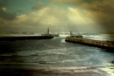 After The Storm - Whitby, north coast of England - Picture by Cass - http://www.picturesofengland.com/England/North_Yorkshire/Whitby/pictures/1065930