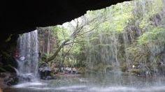 行って来ました 鍋が滝 CMで 使われていた滝 裏側に回れるんです  水をみると 入りたくなる娘  空きあらば 入りそうな勢いでした(笑) 絶対 前世は 水の中の生き物だと 確信しました #鍋が滝  #CM #滝 #マイナスイオン #水 #カニ #雨 #観光地
