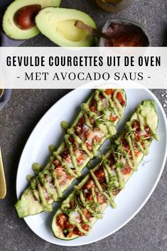 Italiaanse courgettes uit de oven met avocado saus - Beaufood - Healty fitness home cleaning Vegan Diner, Italian Recipes, Vegan Recipes, Oven Dishes, Healthy Food Blogs, Pesto, Zucchini, Good Food, Lunch