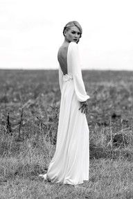 I am now officially Obsessed !! I want a long sleeve low back wedding dress !!
