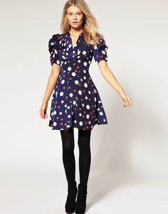 i like the cut of this dress.