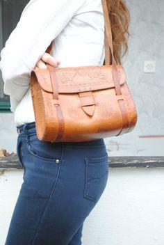 Tooled leather purse, tooled leather shoulder bag, vintage leather bag, leather shoulder bag, 70s leather bag