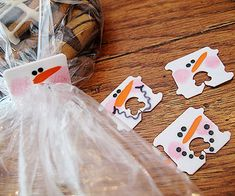 Paint white plastic bread tags to look like smiling snowmen! http://www.parents.com/holiday/christmas/crafts/countdown-to-christmas/?socsrc=pmmpin110912wwfSnowmanBreadTags#page=18