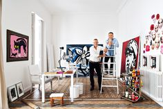Los artistas Manolo Cáceres y José Luis Miranda se han instalado en Valencia en una casa-estudio modernista con mosaicos de 'Nolla', llena de obra propia, muebles intervenidos y luz a raudales. http://www.revistaad.es/decoracion/casas-ad/galerias/atelier-de-artistas-en-valencia/7124/image/582470