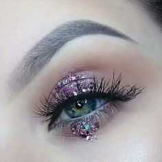 Make yourself more beautiful, meet more rich people in our site. Green Eyeshadow, Eyeshadow Looks, Make Up Looks, Pastell Make-up, Eyeliner, Make Up Inspiration, Fashion Inspiration, Magical Makeup, Creative Makeup