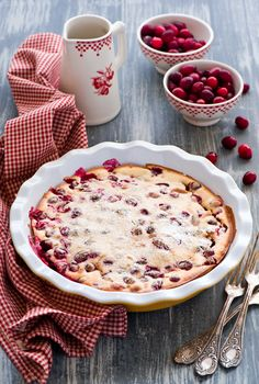 Cranberry recipes seem just right at Christmas. Don't forget to string some of the extra cranberries into an old-fashioned garland for your holiday tree. Cranberry Pie, Cranberry Recipes, Cranberry Dessert, Shabby Home, Kitsch, Red Cottage, Cottage Living, Cookery Books, Stone Fruit