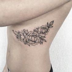 Peony tattoo on rib cage by Anna Bravo