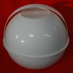 Vintage Retro 1970s Midcentury Modern White Italian Guzzini Picnic Set Ball