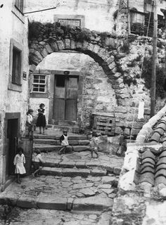 Arco das Verdades, Porto, Portugal. Via Porto Desaparecido www.webook.pt #webookporto #porto #vintage