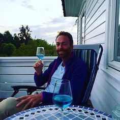 Age Folkestad with Azul Mediterraneo 👏🏼🍷 #Azul #blue #bluewine #vino #spain #spain🇪🇸 #natural #chardonnayallday #chardonnay #chardonnayday