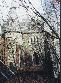 Dundas Castle NY Catskills. The Place to be! Artists, musicians, actors…<<<This might be the one in the woods near where I used to camp!