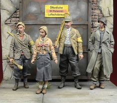 1/35 scale figures from D-Day Miniature Studio. German Volkssturm and BDM members in different ages and sex in 1945.