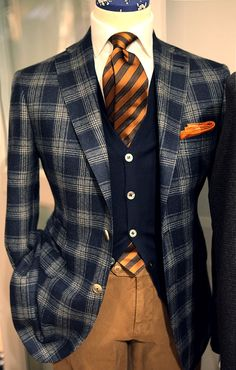Autumn look: Awesome plaid sport coat with striped tie Sharp Dressed Man, Well Dressed Men, Mode Masculine, Mens Fashion Suits, Mens Suits, Men's Fashion, Fashion Menswear, Dark Fashion, Fashion Styles
